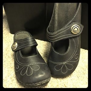 Cute whimsy Stitched black Clogs